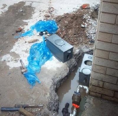 hộp bảo vệ đồng hồ nước cũng được di dời ra ngoài